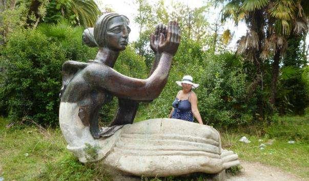 Скульптура Медея в Приморському парку