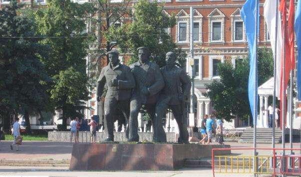 Памятник трьом матросам