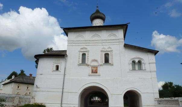 Святі ворота з надбрамною церквою Благовіщенської
