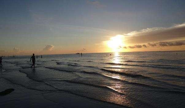 Білий пляж