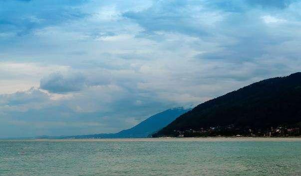 Центральний пляж у Цандрыпше