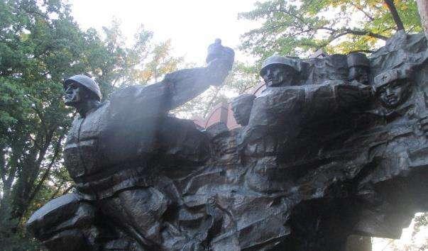 Памятник 28 гвардійцям панфиловцам