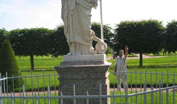 Статуя Афіни в Петергофі