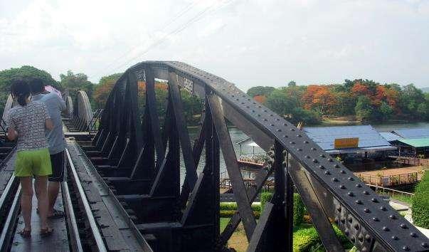 Міст-дорога через річку Kwai