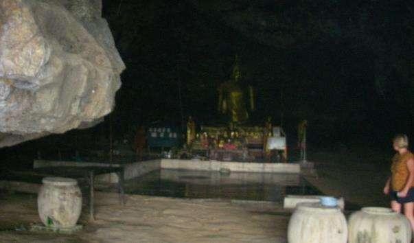 Печера Там Вроді в Таїланді