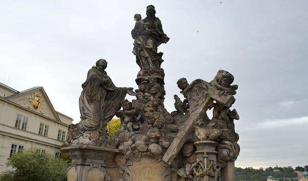 Скульптурна композиція «Мадонна і Св. Бернард»