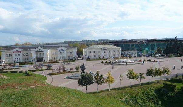 Центральна площа