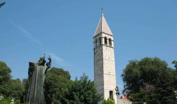 Памятник єпископу Гргуру Нінському