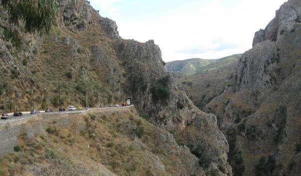 Тополийское ущелині