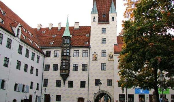 Замок Старий Двір
