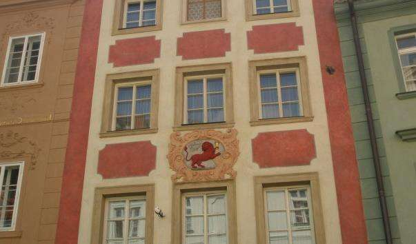 Будинок біля червоного лева