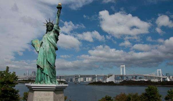 Статуя Свободи на острові Одайба
