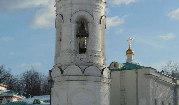 Дзвіниця в музеї-заповіднику Коломенське