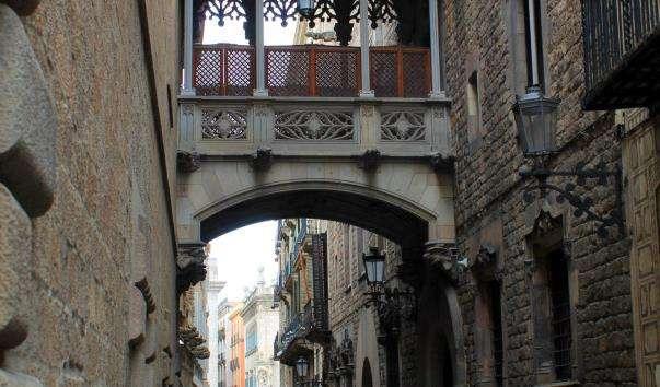 Міст каноніків на вулиці Бизбе