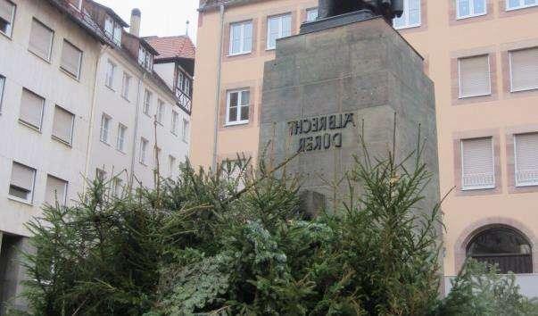 Памятник Дюреру у Нюрнберзі