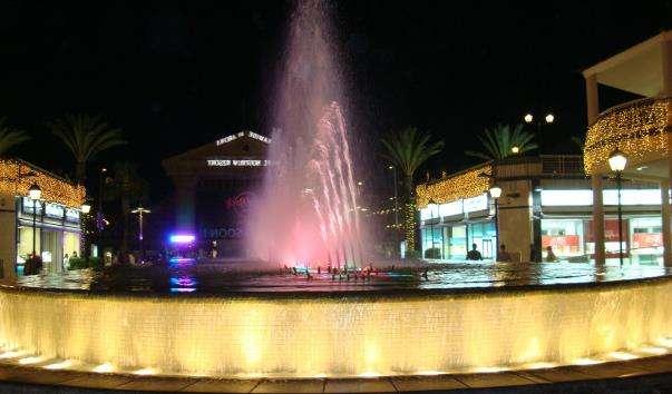 Співаючий фонтан в Плайа де Лас Амерікас