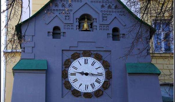 Вежа з годинником в Нижньому Новгороді