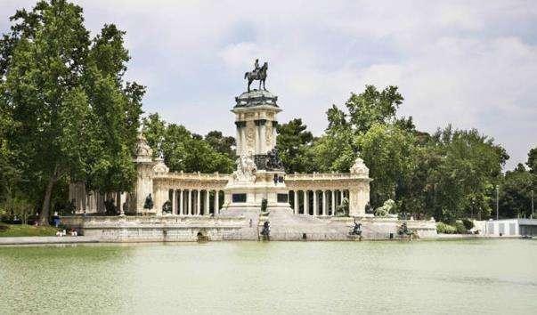 Монумент Альфонсо XII в парку Ретіро