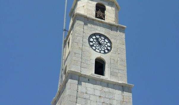 Вежа з годинником на острові Сімі