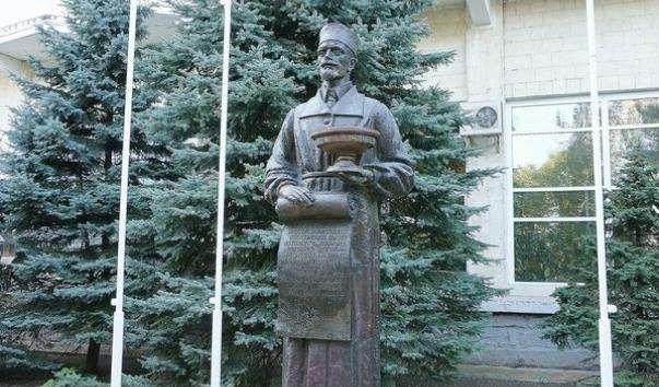 Памятник засновнику курорту Анапа Ст. А. Будзинскому