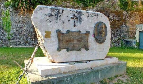Памятник адміралу Ушакову