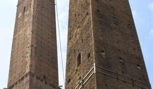 Болонські вежі