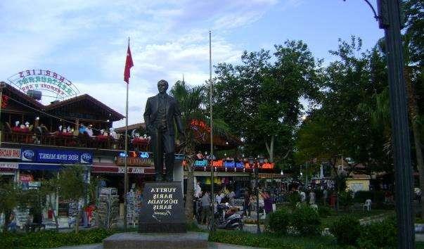 Памятник Ататюрку