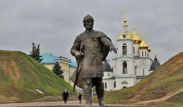 Памятник Юрію Долгорукому