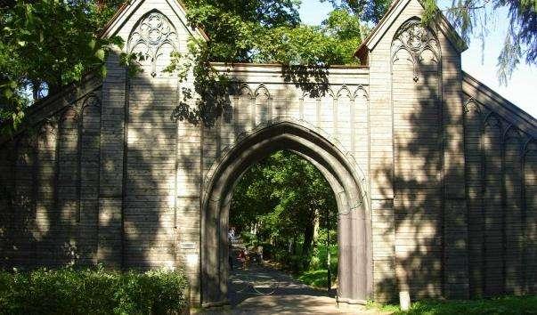 Головні ворота парку «Монрепо»