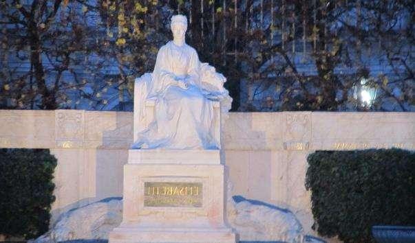 Памятник імператриці Єлизавети Баварської