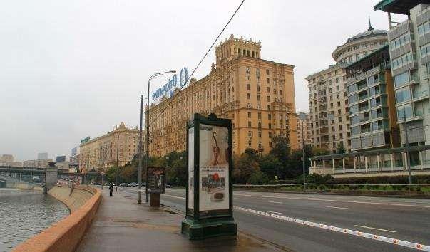 Смоленська набережна у Москві