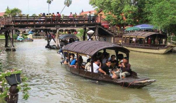 Плавучий ринок Klong Sa Bua в Аюттхая