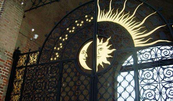 Ворота проїзної арки Сююмбеке