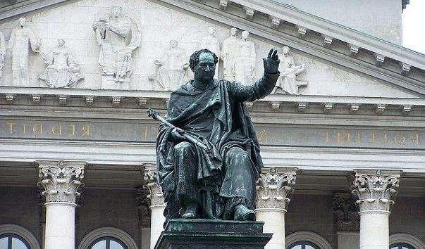 Памятник першому королю Баварії Максиміліана I Йосипу