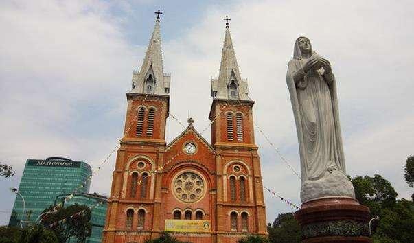 Статуя «Богоматір світу»