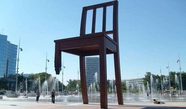 Зламаний стілець