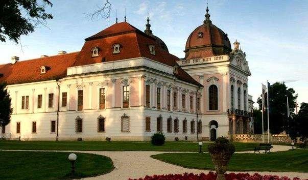 Королівський палац у Геделле