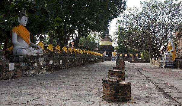 Храм Ват Яй Чай Монгкол