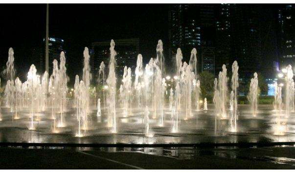 Фонтани біля готелю Emirates Palace