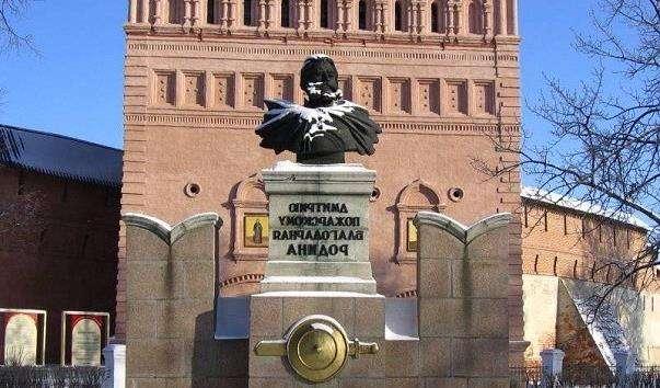 Памятник Дмитру Пожарському