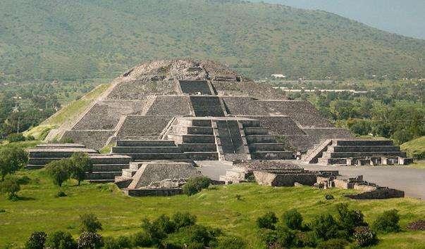 Піраміда Місяця