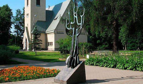 Скульптура майте Мир між собою