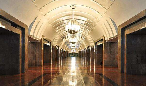 Станція метро Площа 1905 року