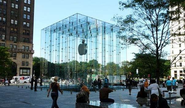 Скляний куб Apple Store