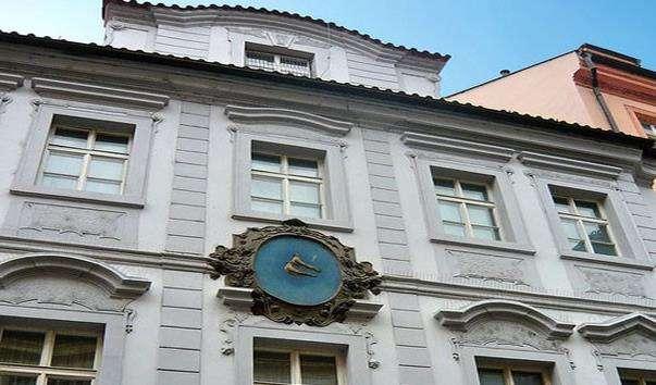 Будинок У Двох білих голубок