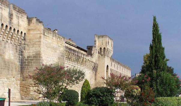 Фортечні стіни Авіньйона