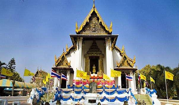 Буддійський храм Wat Naphrameru