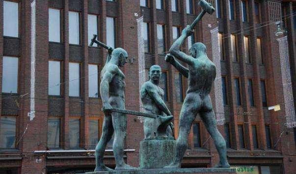 Памятник «Три коваля»