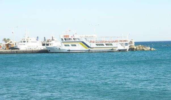 Порт з кораблями, що вирушають на острів Хрис