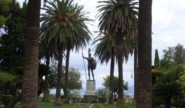 Статуя «Ахілл непереможний» в Керкірі